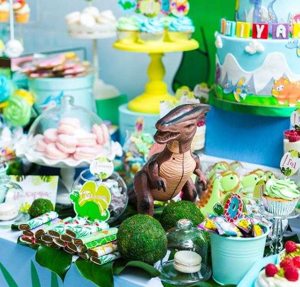 Dino birthday party ideas- Dinosaur party- Jurassic party- Dino dessert table- Dino decorations-T-rex birthday- Fiesta dinosaurio- www.thepartyproject.us