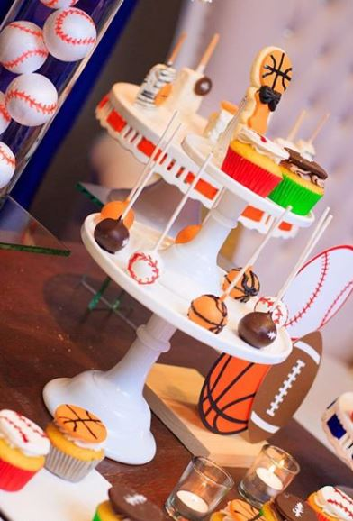 Sports birthday party ideas- Fiesta deportes- Sports cupcakes- Sports cakepops- Sports dessert table- Sports party foods- Baseball cakepops- Basketball cakepops- Football cupcake- Sports party inspirations-www.thepartyproject.us