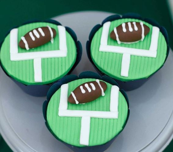www.thepartyproject.us Superbowl cupcakes | Football birthday party treats