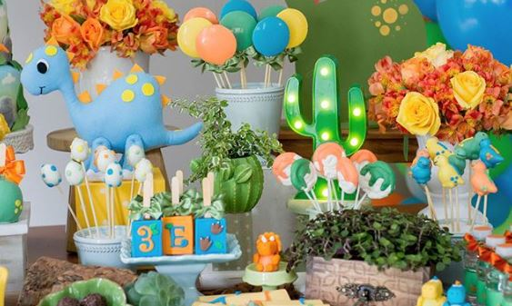 Dinosaur themed party ideas-Jurassic themed birthday party-Dinosaur party food- Dino baby shower-Dinosaur decor table-by the party project