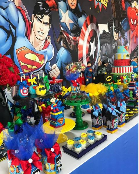 Superheroes and Avenger themed party ideas- Superheroes dessert table- Superheroes favor boxes-Avengers cakepops- Superheroes cake- Avengers treats- Justice League decorations table- Superheroes cookies-Avengers favor boxes-www.thepartyproject.us
