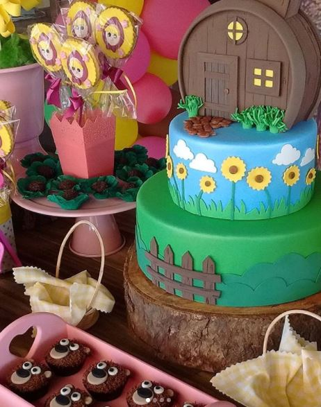 Masha and the Bear party ideas- Masha and the Bear Birthday- Masha and the Bear Center pieces- Masha and the Bear party foods-Masha and the Bear truffles- Masha and the Bear cupcakes- Masha and the Bear birthday-fiesta Masha y el oso- by the party project.