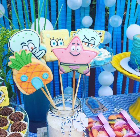 sponge Bob cookies- Sponge Bob center pieces- Sponge Bob candy bar- Bikini Botton Party- Patrick cookies-by the party project,