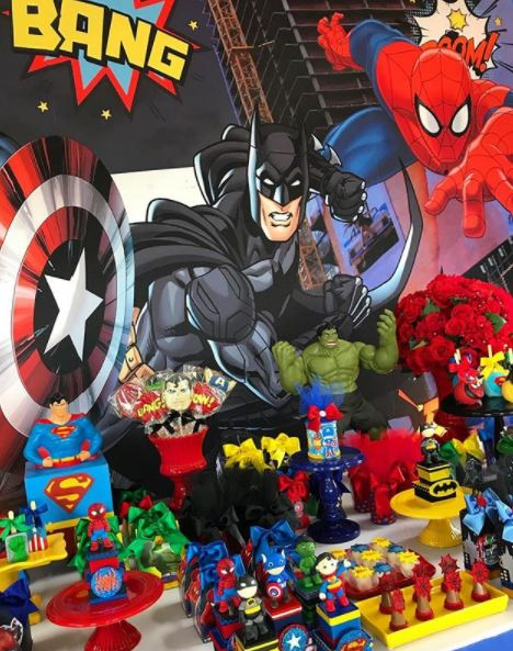 Superheroes party birthday- Superheroes and Avengers party inspirations- Justice League party foods- Superheroes cupcakes- Avengers Favor boxes- Spiderman birthday-Fiesta liga de la justicia- Festa vingadores-by the party project.
