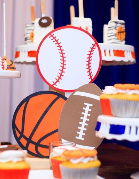 Sports birthday party ideas- Sports party- Sports center pieces- Fiesta deportes- Sports mini cake- Sports treats- Baseball birthday- Basketball party- Football decorations- By the party project.