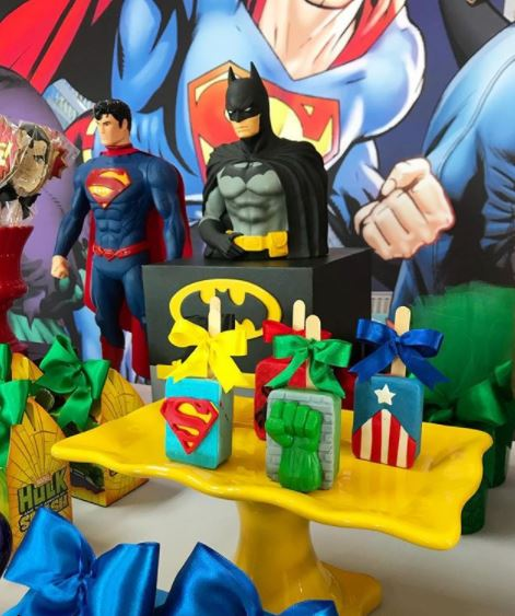 Superheroes and avengers themed party- Batman birtday- Superheroes cake- Superheroes and Avengers favor boxes- Superheroes party inspirations by the party project