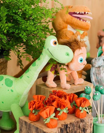 The Good Dinosaur party idea- Dinosaur birthday-Dino party-Jurassic theme decorations-Treats Dino birthday-Dinosaur party inspiration- Dino candy bar-www.thepartyproject.us