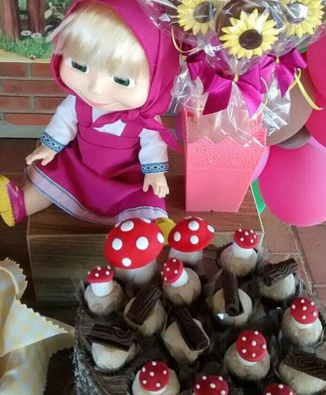 Masha and the Bear party ideas- Masha and the Bear party decorations- Masha and the Bear cupcakes-Fiesta Masha y el oso- Masha and the Bear decorations-www.thepartyproject.us