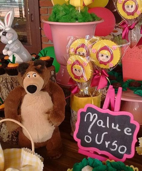 Masha and the Bear party ideas- Masha and the Bear center pieces- Masha and the Bear cookies- Masha and the Bear party inspiration- Masha and the Bear dessert table- Masha and the Bear party foods- Fiesta Masha y el oso- by the partyproject.