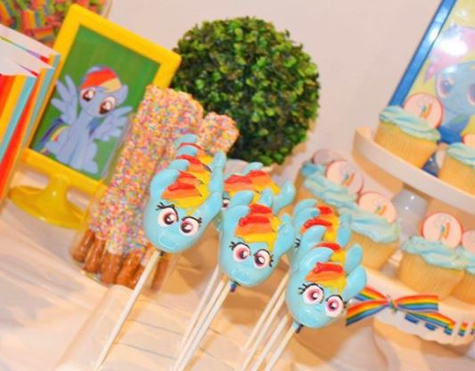 My little Pony birthday- My little Pony cakepops- Rainbow Candy bar-My Little pony party inspiration-My little Pony party foods-Rainbow cupcake-by the party project