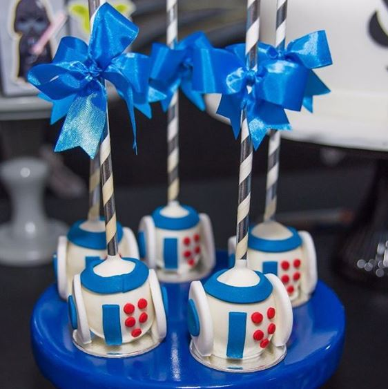 Star Wars party - R2D2 Cakepops idea by thepartyproject.us