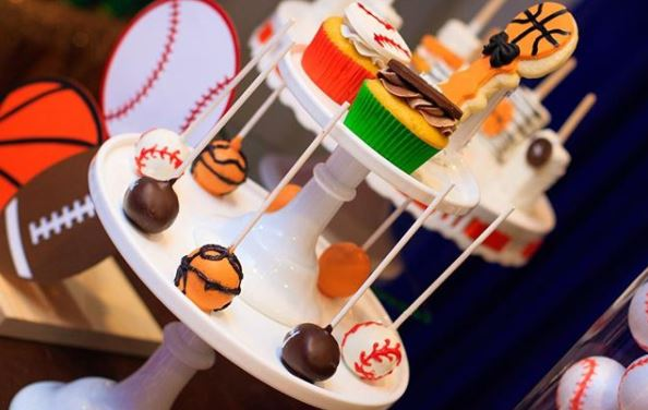 Sports birthday party ideas- Sports center pieces- Football birthday - Basketball cakepops- Baseball cupcakes- Sports cookies- Sports center pieces- Sports candy bar- Sports decorations-www.thepartyproject.us