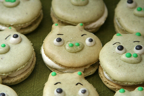 Pigs macarons - Angry Birds party food ideas