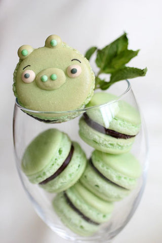 Angry Birds macarons - Angry Birds party ideas