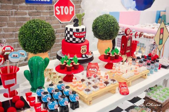 The Party Project | Cars mesa de dulces - candy bar