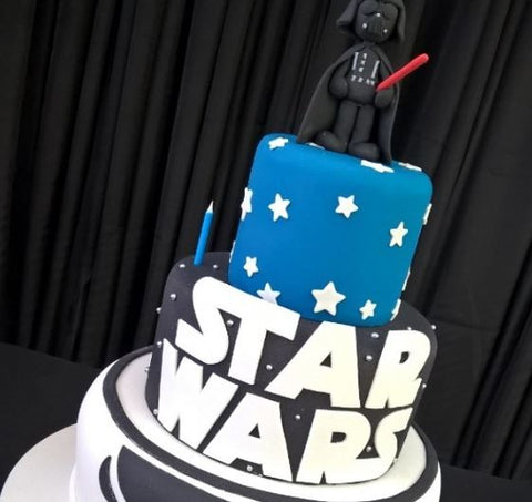 Star Wars cake - Darth Vader party idea by thepartyproject.us
