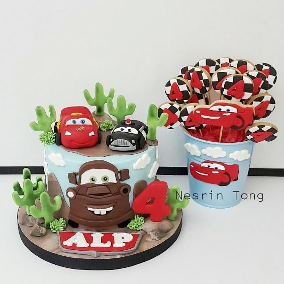 The Party Project | Cars cake and candy bar ideas!