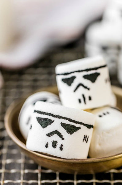 Stormtrooper marshmallows - Star Wars party!