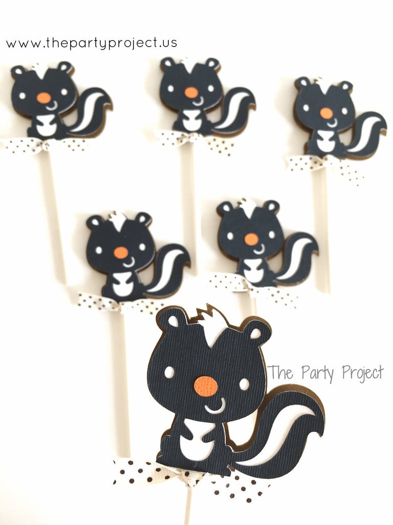 12 Skunk Cupcake Toppers | Little skunk - Woodland creatures cupcake picks.