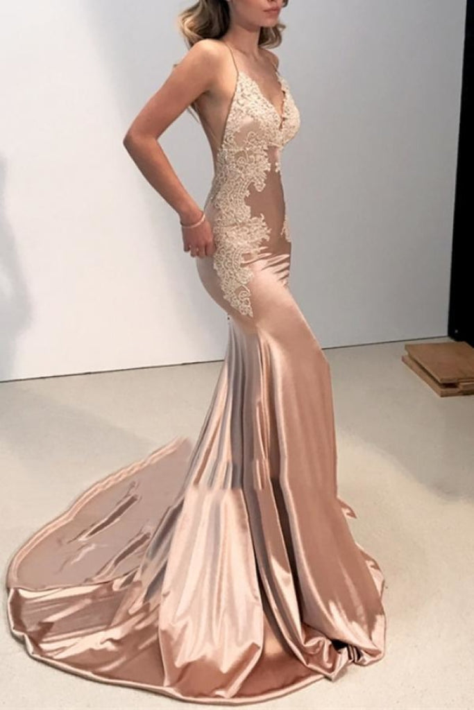 Backless Sexy Spaghetti Straps V-Neck Appliques Evening Dresses
