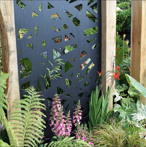Garden privacy screen by Screen With Envy installed in oak fence posts