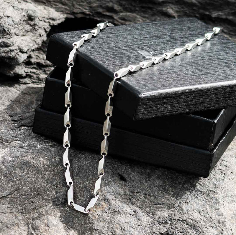 MODERN STAINLESS STEEL NECKLACE