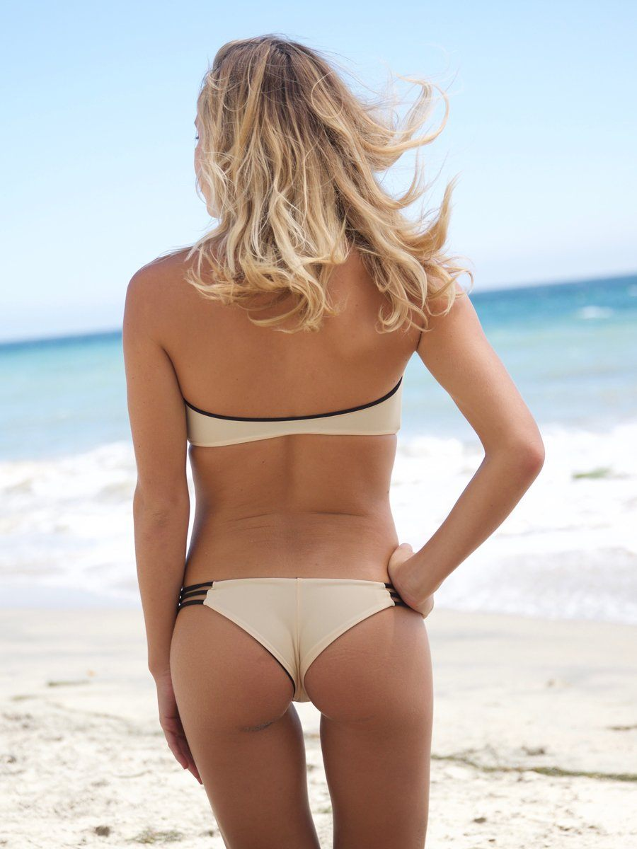 Reversible bikini bottom with strap details on the sides. We offer free shipping