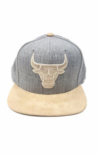 Mitchell & Ness Chicago Bulls Heather Grey Suede Strapback buymi