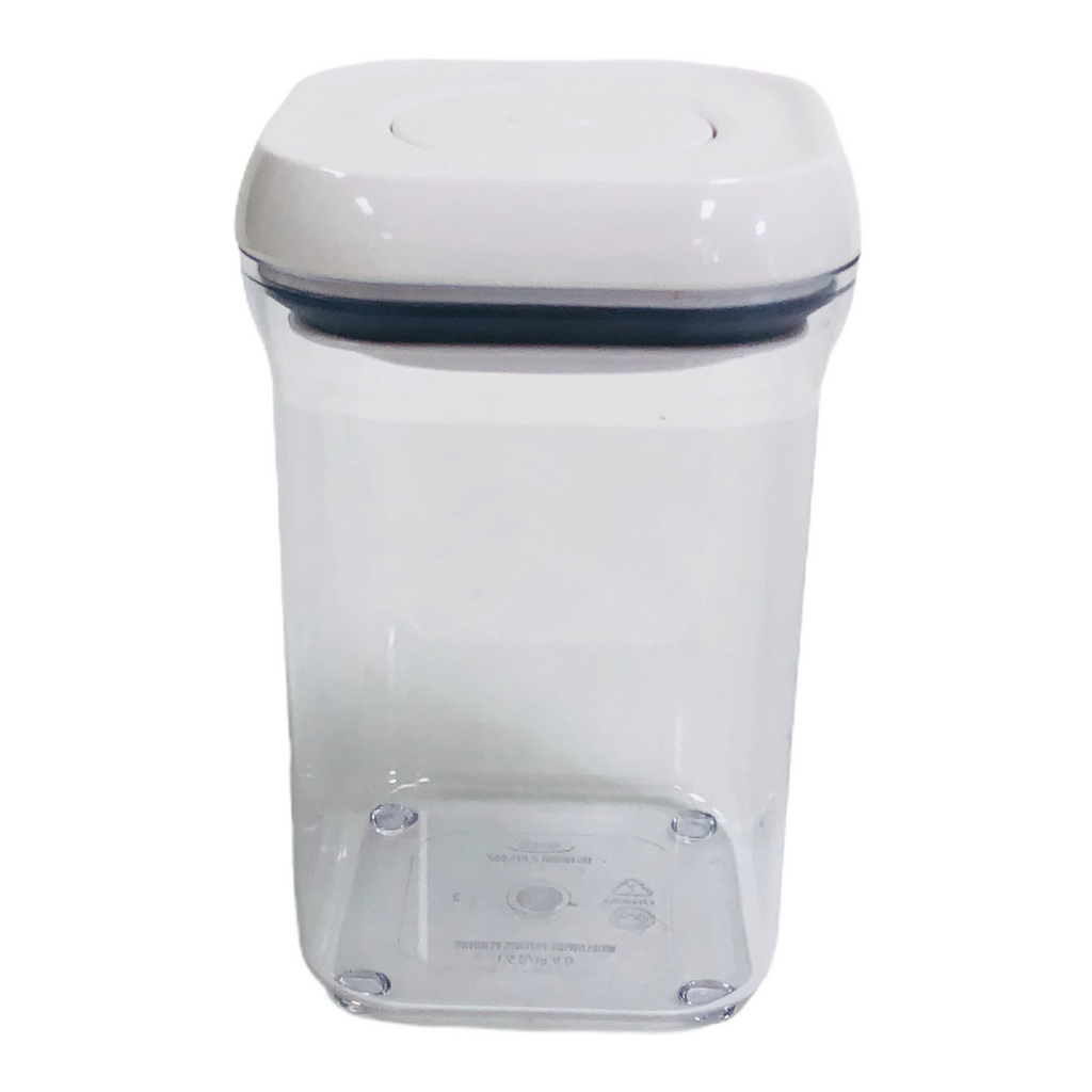OXO Good Grips Button Pop Airtight Seal Lid 0.9 Qt. / 0.9 L Storage Container