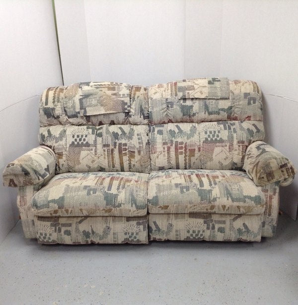 La-Z-Boy Reclining Love Seat 2 Seat Sofa Couch