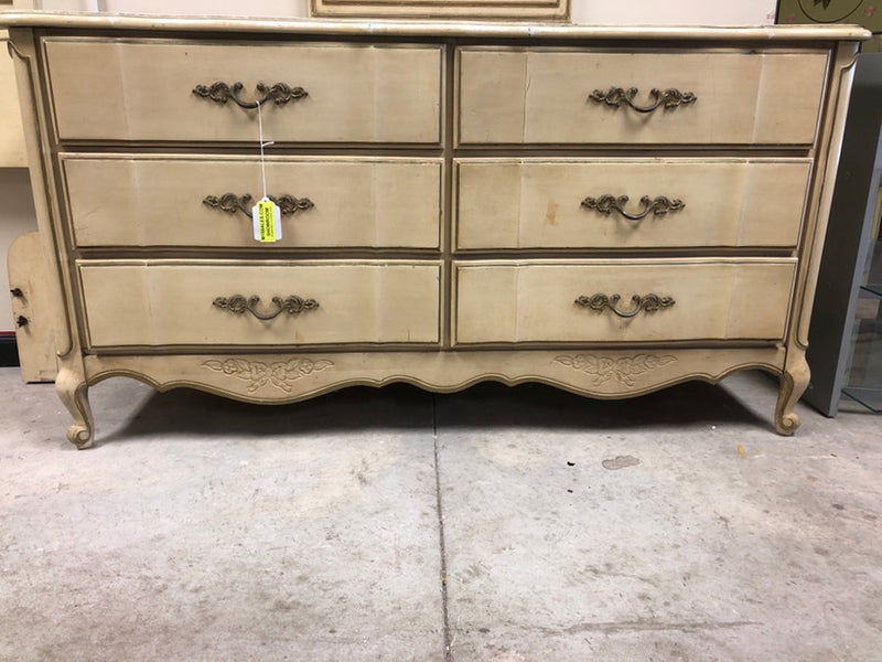 6-Drawer Antique Dresser w/ Mirror
