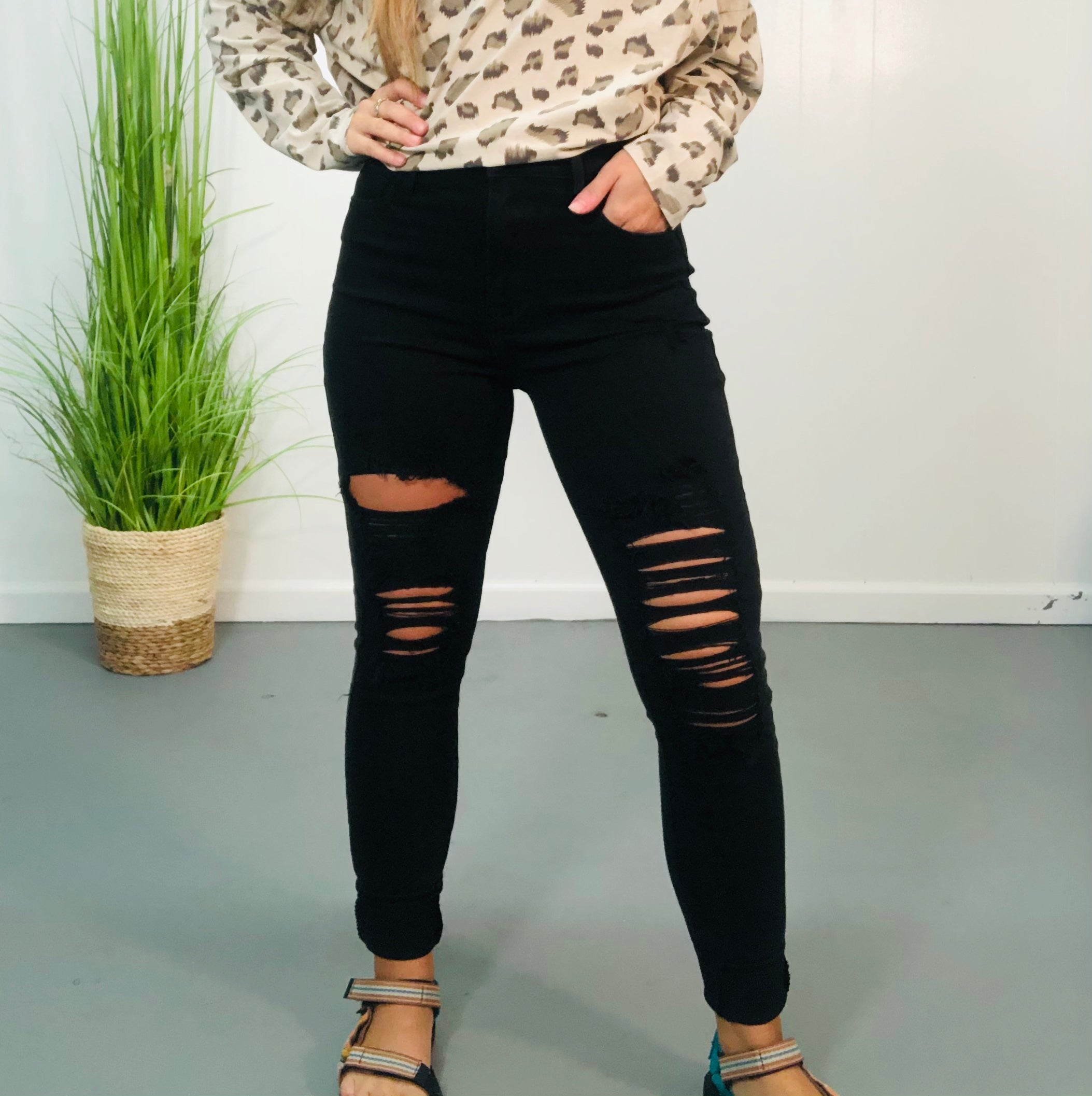 Black High Rise Distressed Jeans