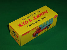 Load image into Gallery viewer, Dinky Toys #343 (#30n) Farm Produce Wagon.