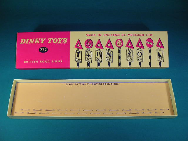 Dinky Toys #772 British Road Signs (24).