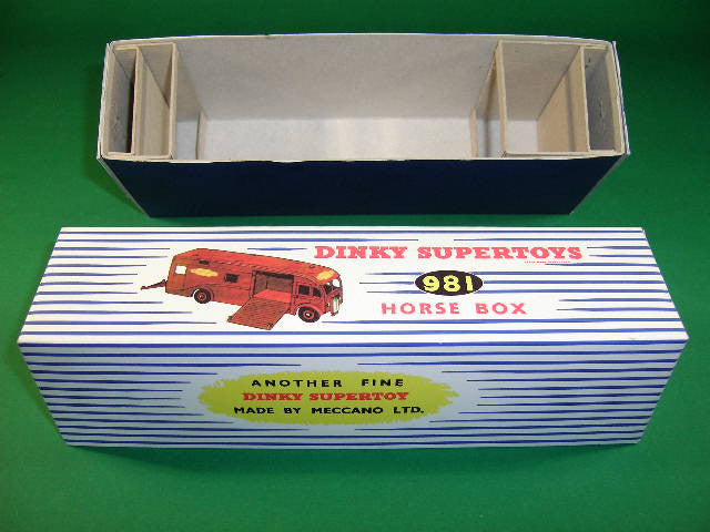 Dinky Toys #981 (#581) Horse Box (British Rail).