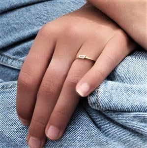 TINY BAGUETTE RING | GOLD (11464177166)