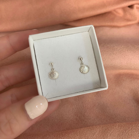 TINY SHELL EARRINGS | SILVER