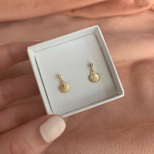 TINY SHELL EARRINGS | GOLD