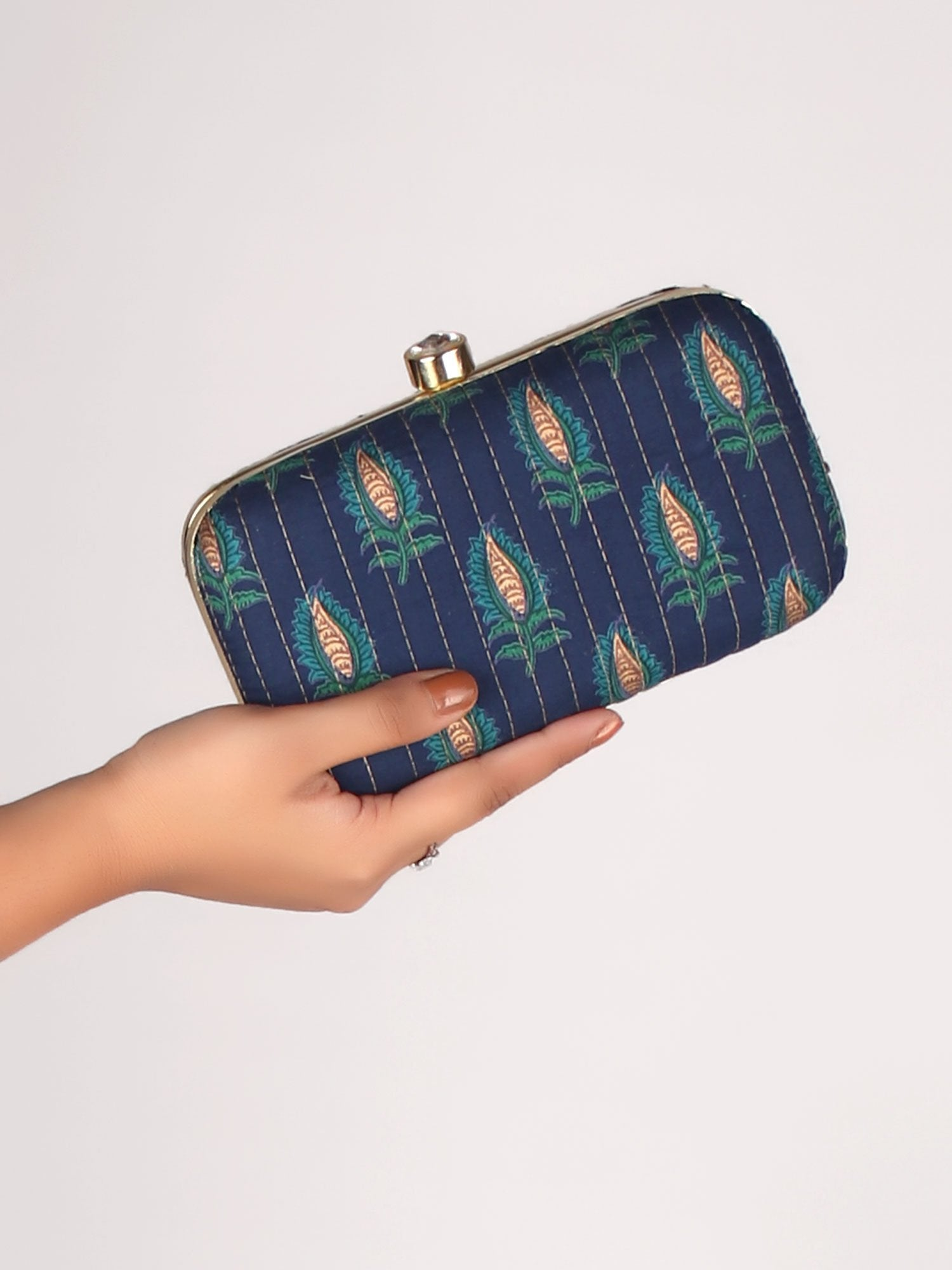 STYLE CRAZY CLUTCH