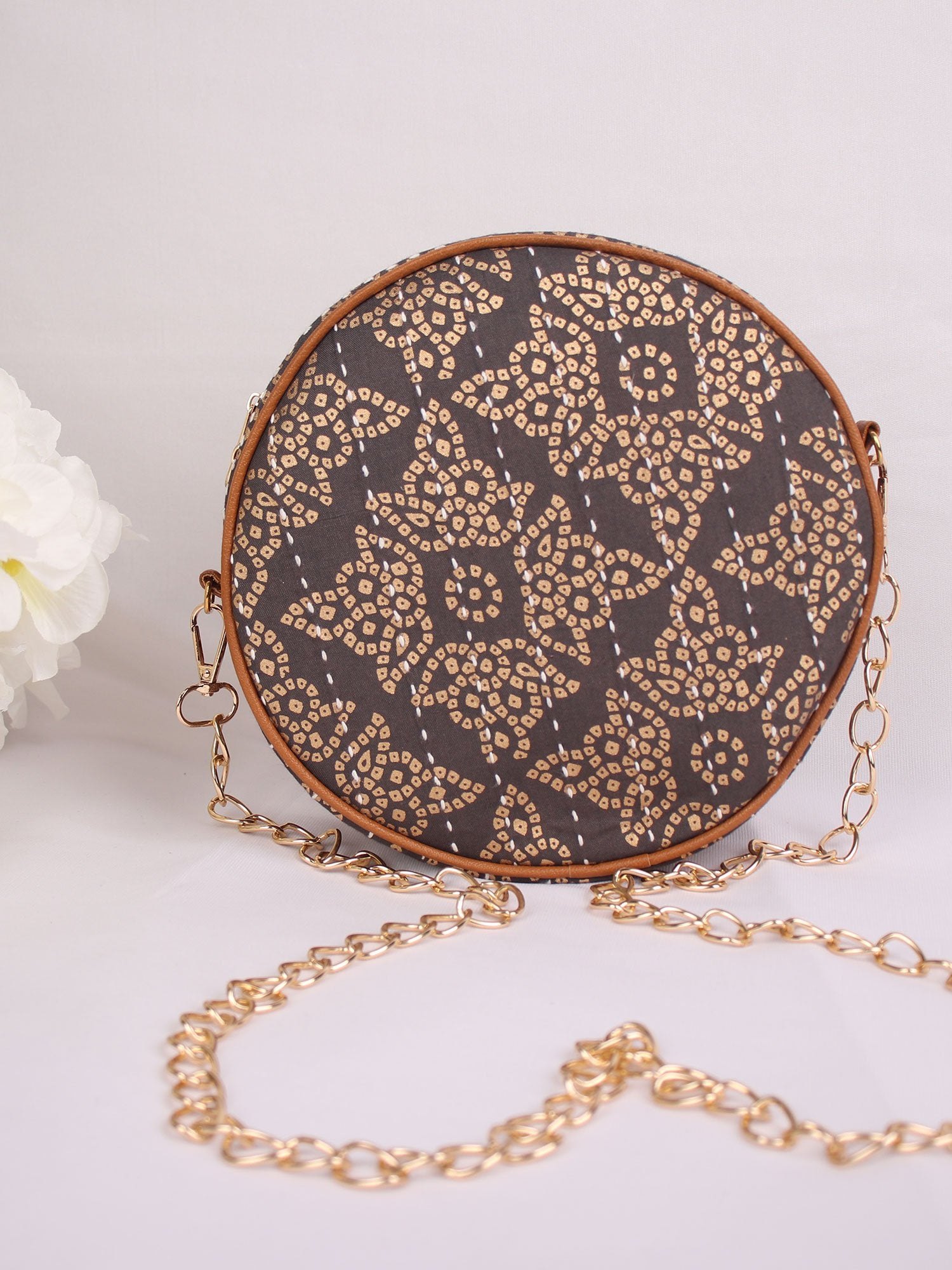 ON THE GREY SIDE ROUND BAG WITH GOLDEN SLING
