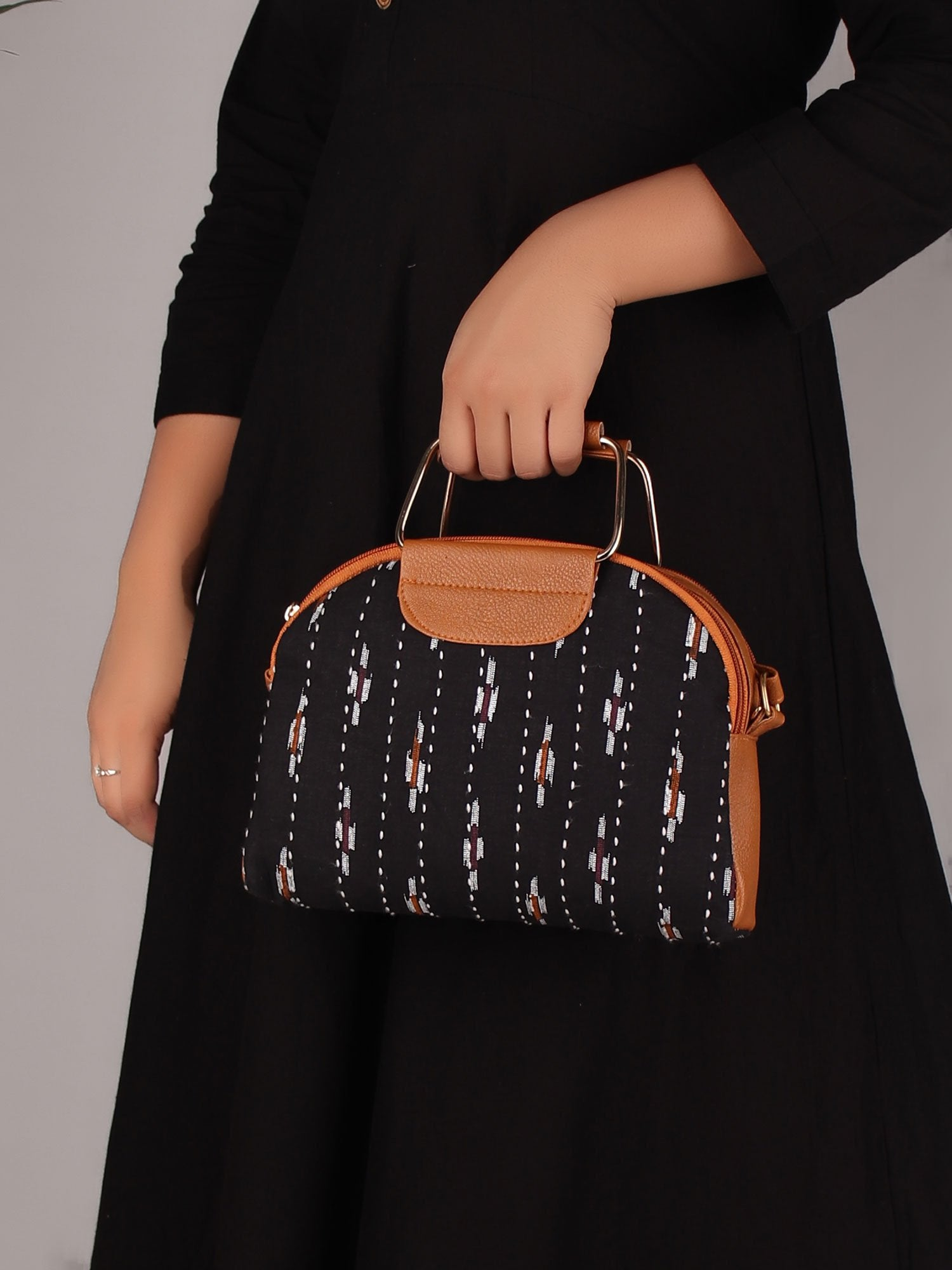IKKAT PRINT  STATEMENT HANDBAG IN BLACK