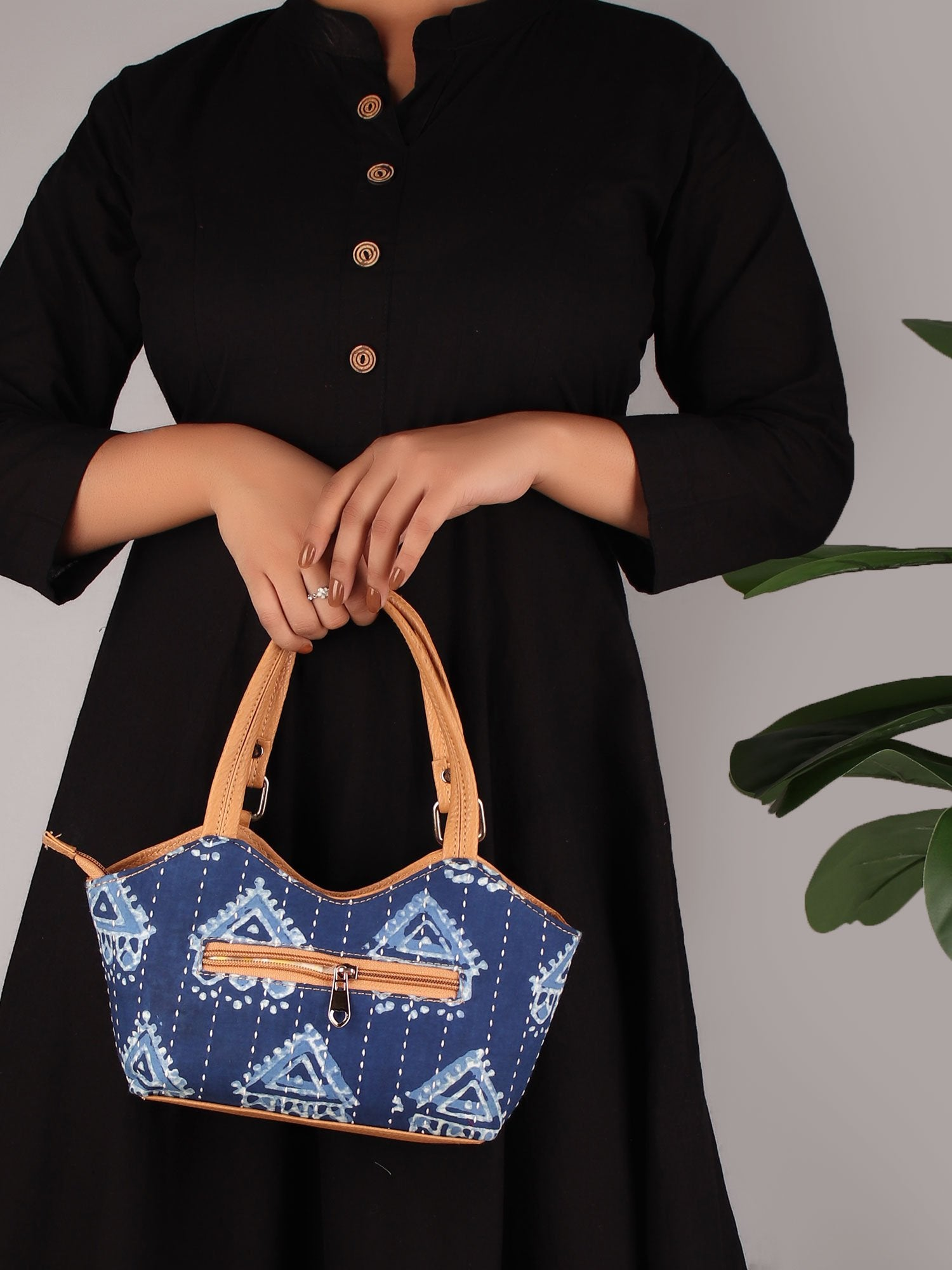 TRIANGLE BLOCK PRINT HANDBAG