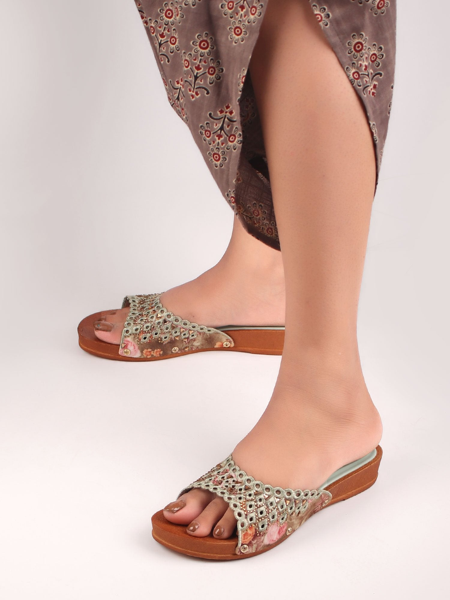 EMBROIDERED ELEGANCE SANDALS IN GREEN