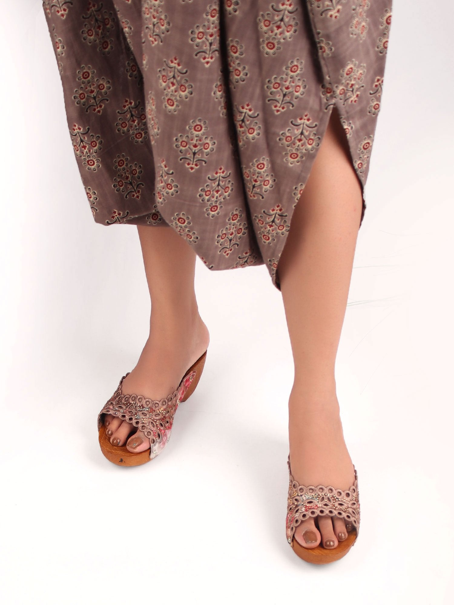 SHADED BROWN EMBROIDERED WEDGES