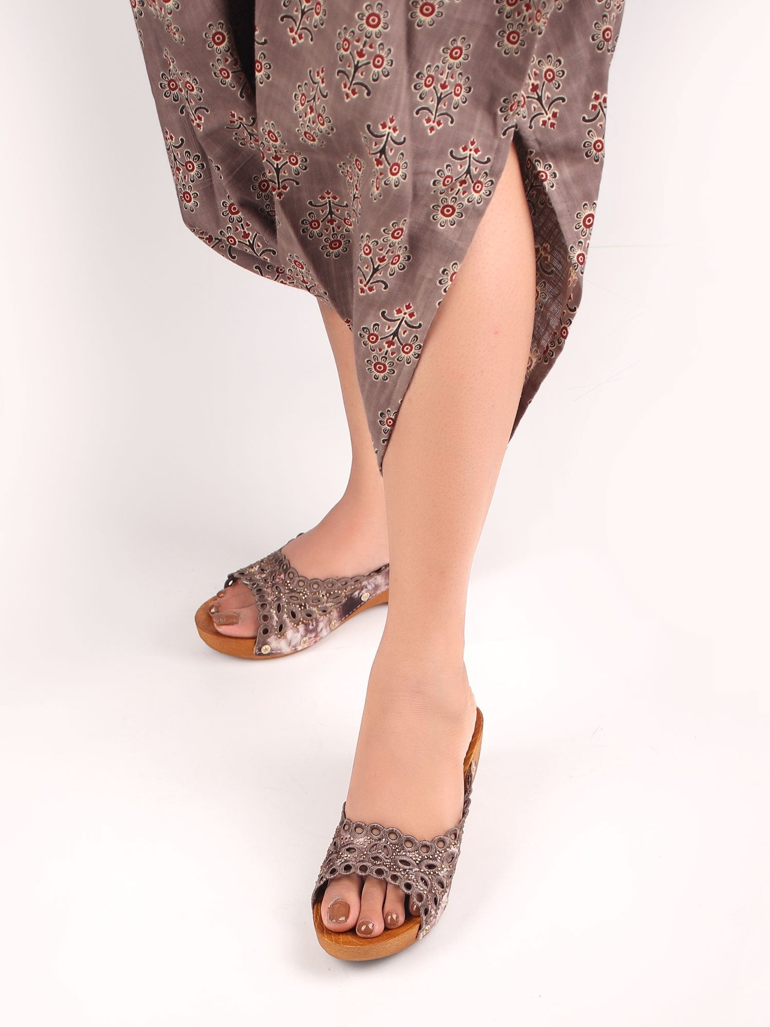 DARK GREY EMBROIDERED WEDGES