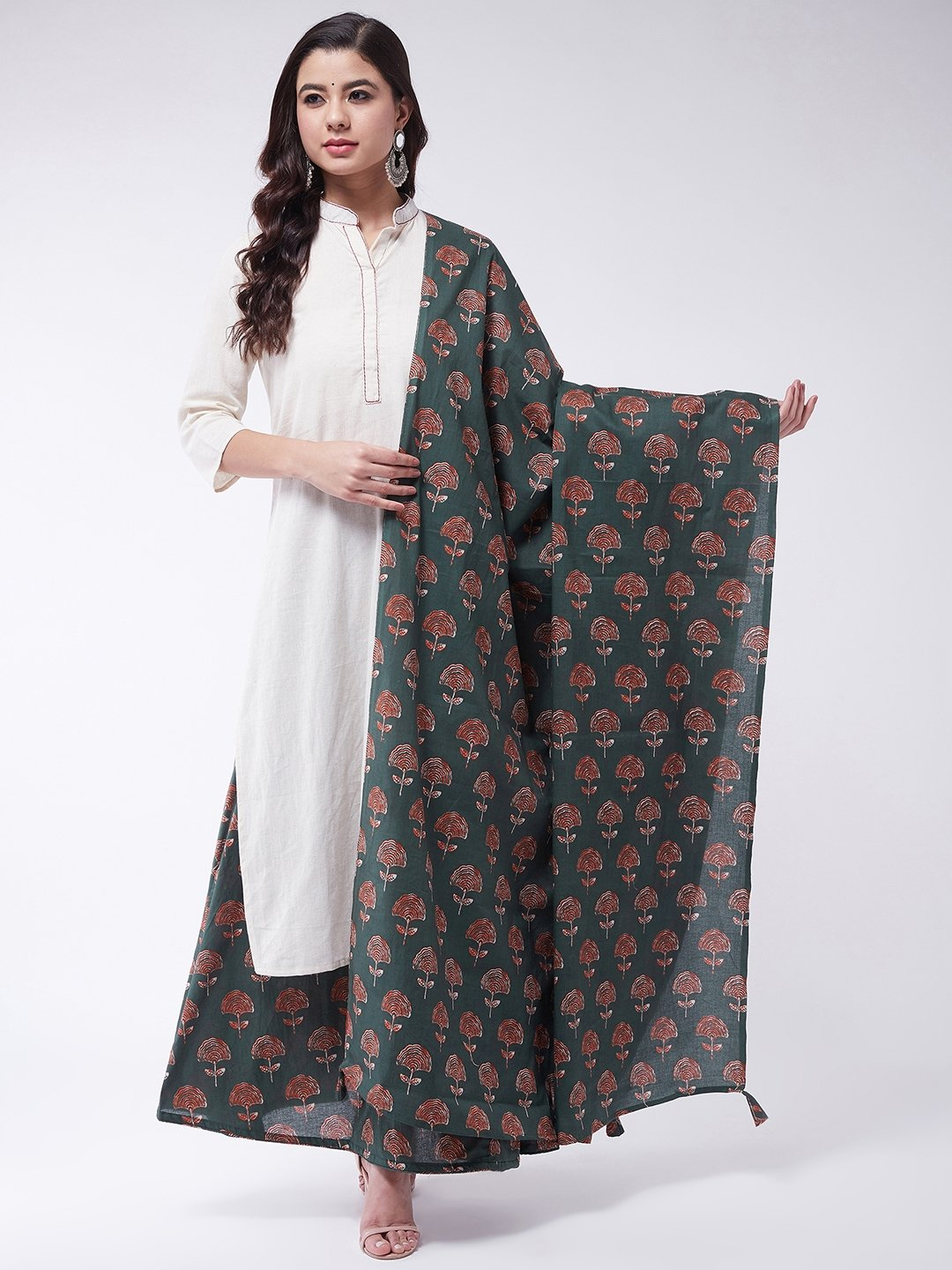 Off White Kurta Set With Dupatta