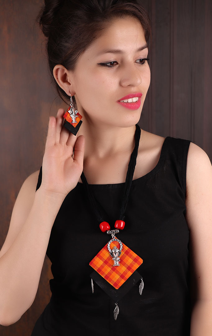 Ganesha Pendant Madras-checks Necklace Set