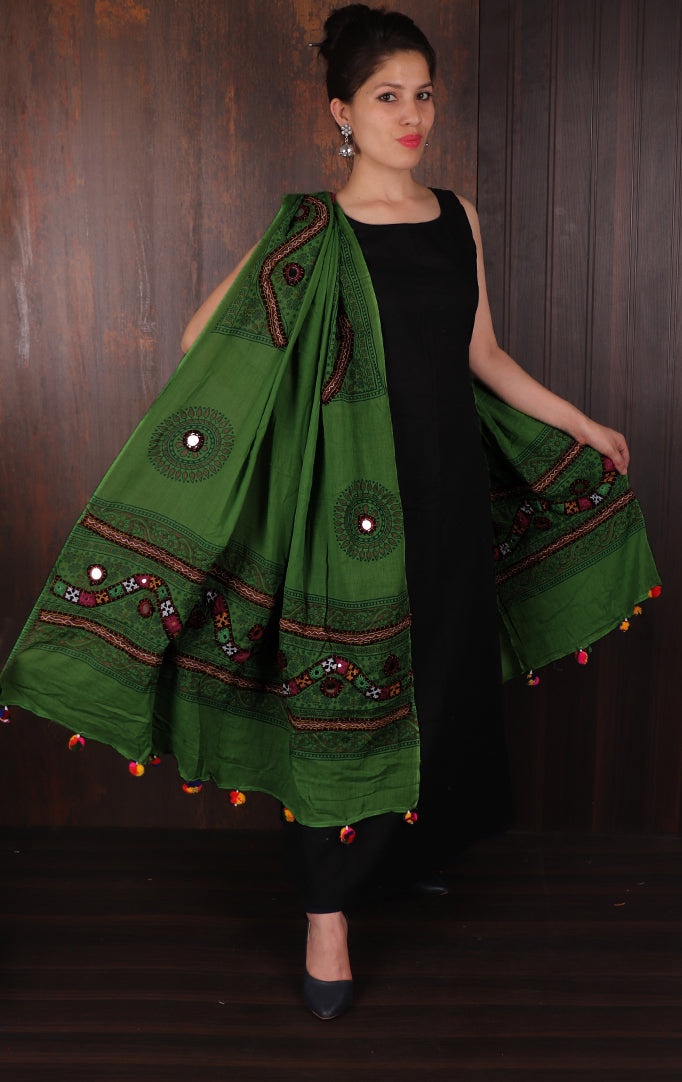 Dark Green Thread Work Banjara Duppata