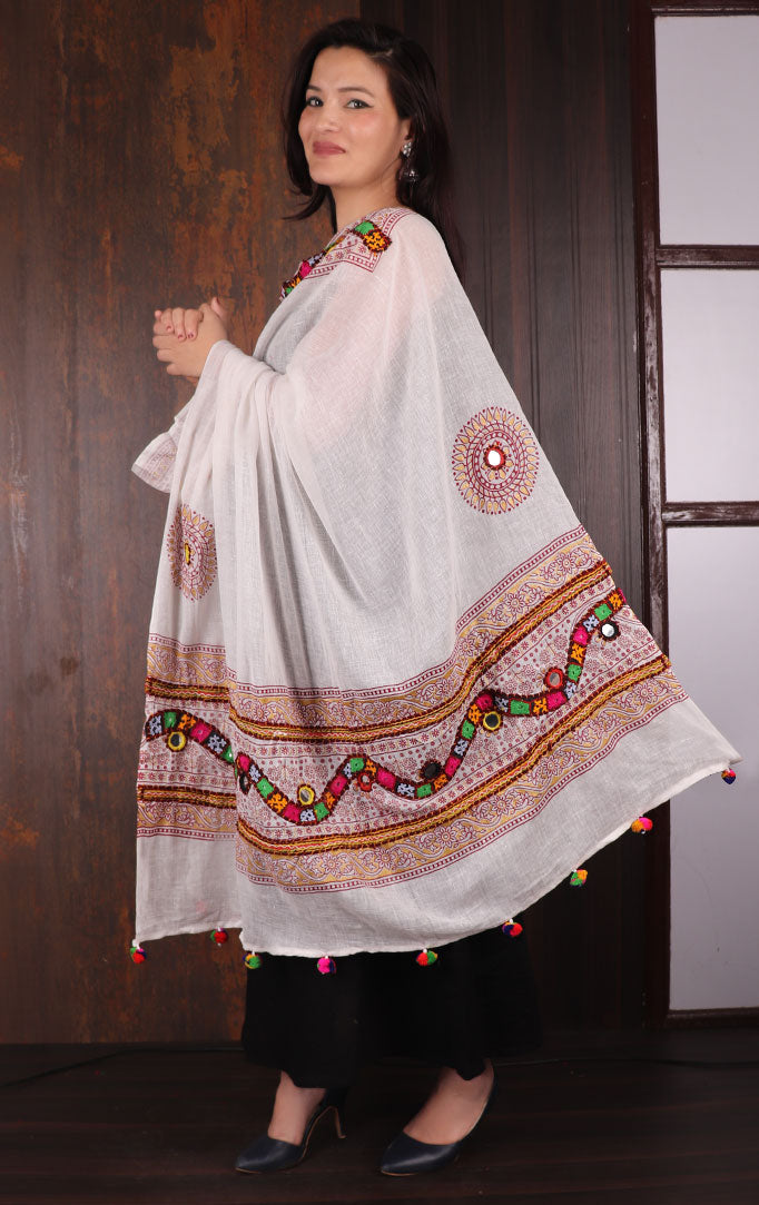 Off-white Bandhani dupatta with Mirror & Thread Work