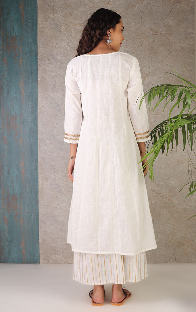 A Fairy White Kurta With Skirt